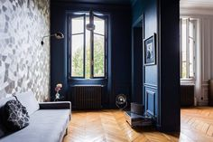 Designed by : Oliver Gampel Location: ? Design : Midcentury modern by fatherofdesign Interior Paint, Interior And Exterior, Interior Design, Dark Blue Walls, Design Consultant, Wall Colors, Midcentury Modern, Furniture Decor, Interior Architecture