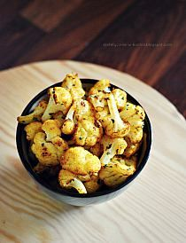 Roasted cauliflower by dietetycznefanaberie Healthy Side Dishes, Veggie Dishes, Veggie Recipes, Diet Recipes, Vegetarian Recipes, Cooking Recipes, Healthy Recipes, Cooking Tips, Potato Dishes