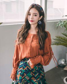 Square Neck Crinkled Blouse CHLO.D.MANON   #orange #blouse #autumn #koreanfashion #kstyle #kfashion #dailylook #seoul