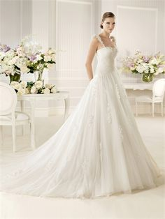 Straps Sweetheart Pleatings Floral Appliques Tulle Wedding Dress WD2600