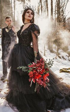 Gothic Wedding Dresses: Challenging Traditions Black Bridal Dresses, Goth Wedding Dresses, Country Style Wedding Dresses, Plus Size Wedding Dresses With Sleeves, Wedding Pantsuit, Black Wedding Gowns, Princess Wedding Dresses, Wedding Dress Shopping, Gold Wedding