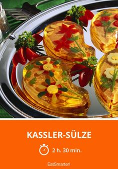 Kassler-Sülze - smarter - Zeit: 2 Std. 30 Min.   eatsmarter.de Corned Beef, Eat Smarter, Pesto, Snacks, Sandwiches, Food And Drink, Low Carb, Vinegar, Ethnic Recipes