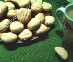 """Ek deel graag vandag die klein staatmaker koekies ~ """"Oudtydse Vla Koekies """" ~ uit skoonma se boekie, die is 'n wenner, en jou koekieblikke kan jy gereeld volmaak met die vinnige s… South African Recipes, Biscuit Recipe, How To Make Cookies, Types Of Food, Sweet Recipes, Tea Time, Sweet Treats, Stuffed Mushrooms, Favorite Recipes"""