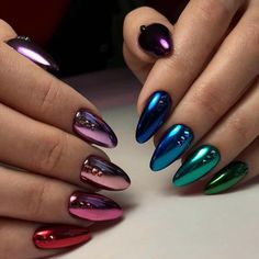 Metallic nail art designs provide the source of fashion. We all know now that metallic nails are shiny and fashionable and stylish. Silver metallic will enhance your overall appearance. These silver metallic nails are sure to be eye catching. Rose Gold Nails, Metallic Nails, Cute Acrylic Nails, Cute Nails, Gradient Nails, Glitter Nails, Glitter Art, Holographic Nails Acrylic, Galaxy Nails