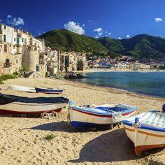 Umgeben von malerischen Oliven- und Palmenhainen erwartet dich im wunderschönen Sizilien dein erstklassiges 4-Sterne Hotel. Hier kannst du deine Seele …
