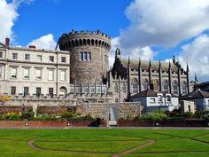 アイルランドの首都ダブリンにあるダブリン城19世紀のゴシック様式のチャペルもある。アイルランド 旅行・観光のおすすめスポット