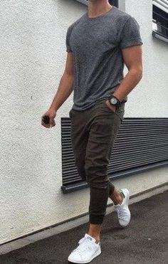 8 Websites With The Best Clothes For College Guys - - - These brands and websites have the best clothes for college guys for back to school. These online sites for men's college clothing are affordable too! Summer Outfits Men, Stylish Mens Outfits, Men's Casual Outfits, Men Fashion Casual, Fashion Trends, Summer Men, Summer Clothes For Men, Boys Fashion Style, Men Casual Styles