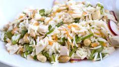 Karlos Arguiñano prepara una ensalada de arroz con pavo, rabanitos, cacahuetes, zanahoria, espárragos, habas y vinagreta.