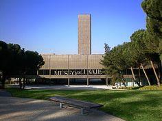 En los jardines del Museo del Traje se desarrollarán  talleres para todas las edades y niveles de conocimientos, con  las técnicas más variadas de la artesanía textil gracias a la colaboración de los comercios especializados de Madrid.