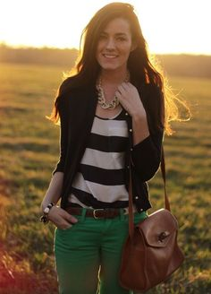 preppy, blazer with green pants Pantalon Vert Olive, Looks Style, My Style, Style Personnel, Green Jeans, Green Skinnies, Look Fashion, Womens Fashion, Preppy Fashion