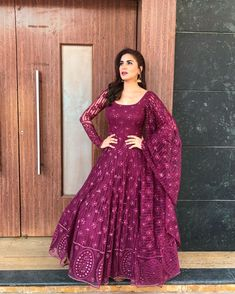 Ideas For Embroidery Dress Pattern Design Indian Gowns Dresses, Pakistani Dresses, Embroidery Fashion, Embroidery Dress, Wedding Embroidery, Embroidery Patterns, Designer Anarkali Dresses, Designer Dresses, Ethnic Outfits