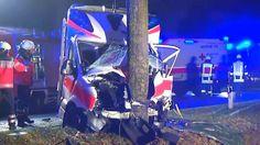 Zwei Sanitäter und ein Patient sterben: Rettungswagen rast frontal gegen Baum
