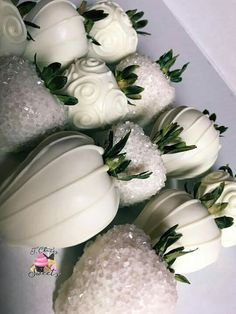 Hot chocolate and whipped cream with coconut - Clean Eating Snacks Chocolate Covered Treats, Chocolate Dipped Strawberries, Wedding Strawberries, Homemade Chocolate, Hot Chocolate, Cakepops, Strawberry Dip, Strawberry Ideas, Strawberry Shortcake