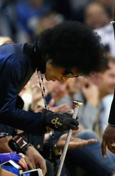 Rare picture of Prince at the Golden State Warriors game back in March. Prince was sitting down in his seat to watch the game, he had his symbol on his glove. Golden State Warriors Game, Pictures Of Prince, Prince Images, The Artist Prince, Prince Purple Rain, Paisley Park, Hip Pain, Roger Nelson, Prince Rogers Nelson