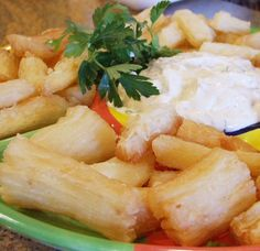 yucca fries with cilantro mayonnaise. Yucca fries are the best! Dinner Party Menu, Dinner Themes, Dinner Ideas, Yucca Recipe, Yucca Fries, My Favorite Food, Favorite Recipes, Cuban Dishes, Cuban Cuisine