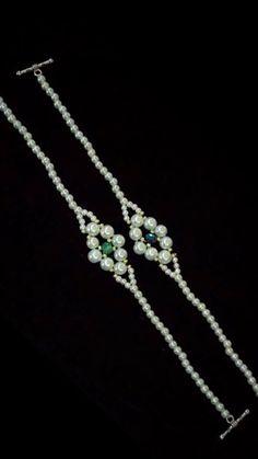 beaded bracelets diy tutorials handmade jewelry # perlen armbänder diy tutorials handgemachten schmuck # bracciali in rilievo fai da te tutorial gioielli fatti a mano Bead Jewellery, Seed Bead Jewelry, Seashell Jewelry, Seed Beads, Jewelry Box, Jewelry Necklaces, Bracelet Crafts, Jewelry Crafts, Bracelet Making