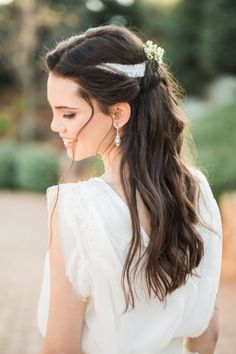 A Boho Inspiration Session Fit for a Greek God + Goddess Modern bridal hair accessories: Photography : Anna Roussos Photography Read More on SMP: www. Wedding Hair Side, Greek Wedding, Bridal Hair Vine, Wedding Hair And Makeup, Hair Makeup, Boho Inspiration, Wedding Inspiration, Wedding Ideas, Photoshoot Inspiration