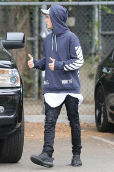 Celebrities Wearing Yeezy Boost Sneakers: Justin Bieber