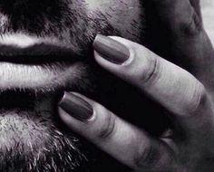 Asıl makyajım sakallarım değil, onun yüzüme dokunan elleriydi..   Blue_han