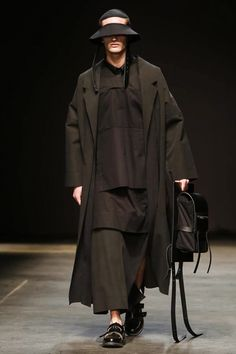 Man Menswear Fall Winter 2014 London - NOWFASHION              Looks like a reject from the Jedi academy.