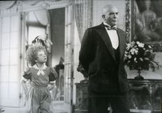 Aileen Quinn and Albert Finney in John Huston's Annie Cinema News Photo 1980
