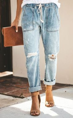 How to rock the casual chic look Leather Jeans, Jeans Denim, Cute Jeans, Jeans Pants, Mom Jeans, Denim Joggers, Loose Jeans, Loose Shirts, Curvy Women Fashion
