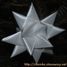 Gwiazdka ze wstążki - Zabawki z naszej choinki  Wykonana bez kleju w technice origami. Prosta i bardzo efektowna.