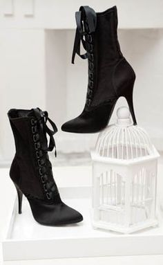 want sexy heeled boots!