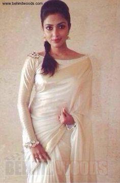 Amala Paul (aka) Actress Amala Paul photos stills & images Full Sleeves Blouse Designs, Sari Blouse Designs, Saree Blouse Patterns, Kerala Saree Blouse, Saree Dress, Indian Sarees, Boat Neck Saree Blouse, Lace Saree, Pakistani