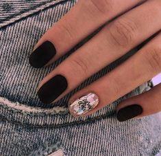 Trendy Matte Black Nails Designs Inspirations - Swetlana Home Matte Black Nails, Black Nail Art, White Nail Polish, Gradient Nails, Red Nails, Valentine's Day Nail Designs, Black Nail Designs, Nail Swag, Nail Art Hacks