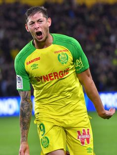 Nantes' Argentinian forward Emiliano Sala celebrates after scoring during the French football match Nantes vs Metz at the La Beaujoire stadium in Nantes, western France, on September / AFP PHOTO / LOIC VENANCE Fc Nantes, Football Match, Criminal Minds, Sport, Neymar, Soccer, Mens Tops, Football Pics, Hair