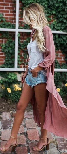 A classic tee and short combo mixed with a kimono and heels looks gorgeous. | California Dreaming: What to Wear in the Golden State