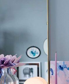 Due FR1371. Fargen er en elegant blånyanse. Dens nydelige blå tone gir oss en fornemmelse av vår kjære fredsdue. #Blå#Norgesfavorittfarge#Blått#soverom#stue#gang#ideer#Fargerike#inspirasjon#blue#livingroom#flowers#inspiration#blue Incense, Kitchen, Home, Cooking, Kitchens, Ad Home, Homes, Cuisine, Haus