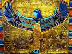 Pectoral (chest piece) featuring the goddess Nut -- from King Tut's tomb Ancient Aliens, Ancient History, Cairo Museum, King Tut Tomb, Ancient Egyptian Jewelry, Empire Romain, Tutankhamun, Ancient Artifacts, Gods And Goddesses