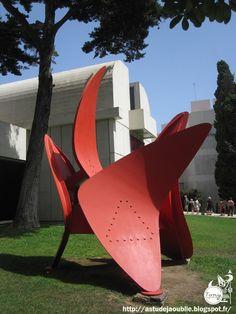Barcelone - Fondation Joan Miró -  Architecte: Josep Lluís Sert  Sculptures:  Joan Miró, Alexander Calder  Construction: 1975