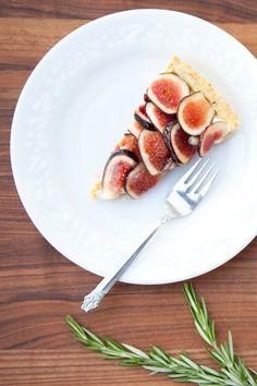 Fresh fig tart with rosemary cornmeal crust and lemon mascarpone cream ...