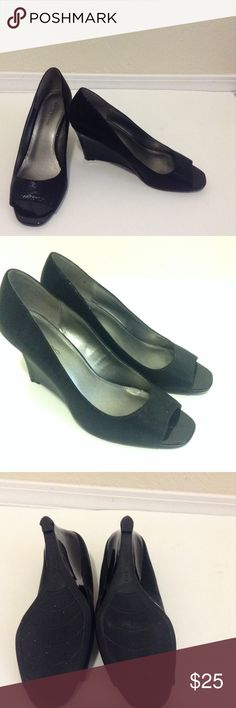 Bandolino Wedge Pump Size 8.5 wedge pump in wonderful used condition! Man made shoes with no flaws. Bundles welcome :) Bandolino Shoes Wedges