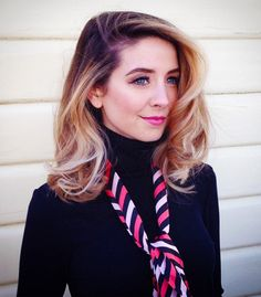 Is this Zoella or just a look alike? Zoella Hair, Zoella Makeup, Zoella Beauty, New Hair, Your Hair, Zoe Sugg, Dream Hair, Up Hairstyles, Hair Goals