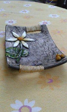 Newest Pictures ceramics handbuilt Slab pottery Ideas Hand Built Pottery, Slab Pottery, Ceramic Pottery, Pottery Art, Cerámica Ideas, Slab Ceramics, Pottery Handbuilding, Diy Jewelry Inspiration, Pottery Classes