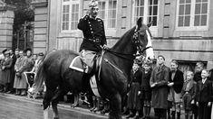 Kong Christian X rider sin daglige tur gennem København under besættelsen.