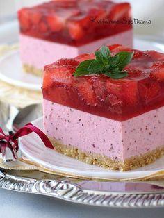 Kulinarne Spotkania: Sernik truskawkowy na zimno.no bake strawberry cheesecake. Polish Desserts, Polish Recipes, Mini Desserts, No Bake Desserts, Delicious Desserts, Dessert Recipes, Cheesecake Recipes, Strawberry Cheesecake, Russian Cakes