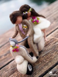Vespa lovers.. This two love Vespas and their wedding day was in this style... Figurines are about 17-18 cm tall (7 inch) Made of wool and wire, with love. All kind of customization is possible. Thank you for visiting my shop, you are very welcome to see my other products in