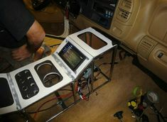 I'D love to build a center console like this in the ford truck interior Jeep Mods, Truck Mods, Car Mods, Custom Car Interior, Truck Interior, Custom Trucks, Custom Cars, T3 Camper, Navara D40