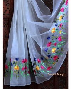 This white organza saree with pretty embroidered flowers denotes peace! Match it up with a contrast blouse and make heads turn. As simple… Saree Embroidery Design, Hand Embroidery Designs, Embroidery Dress, Dress Painting, Fabric Painting, Fabric Art, Saree Painting Designs, Fabric Paint Shirt, Floral Print Sarees