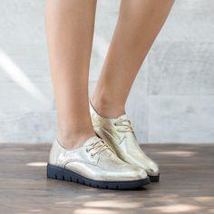 Pantofi dama Oxford aurii cu talpa neagra Oxford Shoes, Footwear, Boots, Sneakers, Casual, Women, Fashion, Crotch Boots, Tennis Sneakers
