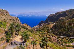 Visitar La Gomera desde Tenerife durante un día tomando el ferry Fred Olsen. Ruta por las zonas más importantes: San Sebastián, Garajonay, Agulo ...