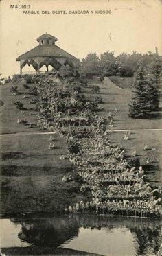 Parque del Oeste, entre 1920 y 1925. Hauser y Menet. En el siglo XIX los terrenos eran el principal vertedero de basuras de la ciudad.