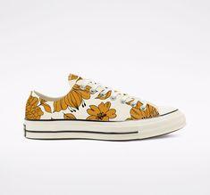 Floral Converse, Converse Vintage, White Converse, Vintage Shoes, Converse Shoes, Converse Chuck, Chuck Taylor Shoes, Fresh Shoes, Painted Shoes