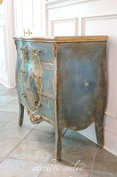 A French Chest | Edith & Evelyn |www.edithandevelynvintage.com