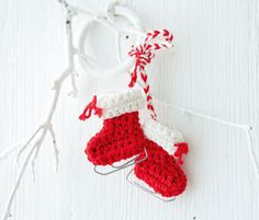 gehäkelte Mini-Schlittschuhe Christmas Stockings, Christmas Holidays, Christmas Crafts, Christmas Decorations, Xmas, Christmas Ornaments, Holiday Decor, Diy And Crafts, Crafts For Kids